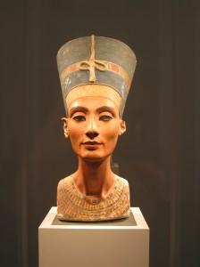 Nefertiti_bust_(front)