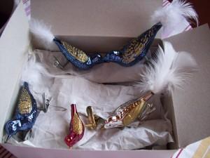Schachtel mit Weihnachtsvögeln