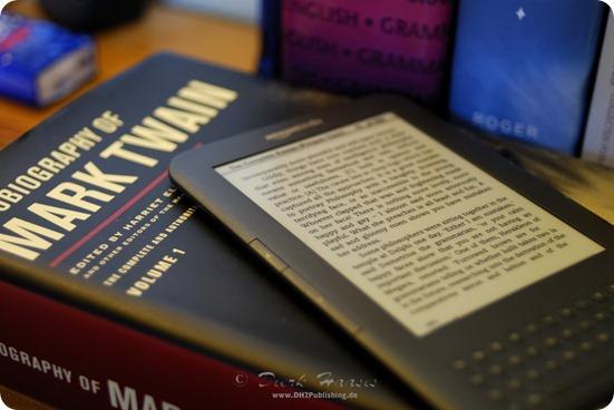 Amazons Kindle im Vergleich zu einem herkömmlichen Buch