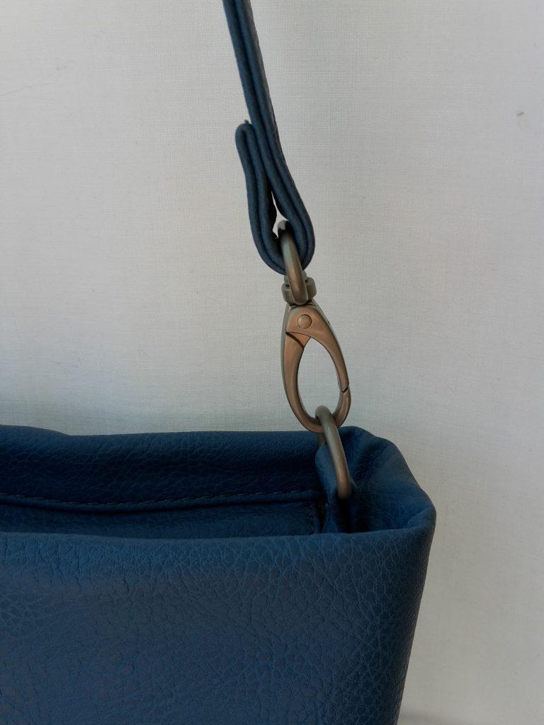 Handtasche Mademoiselle M8 von Zwei, Karabinerhaken am Riemen